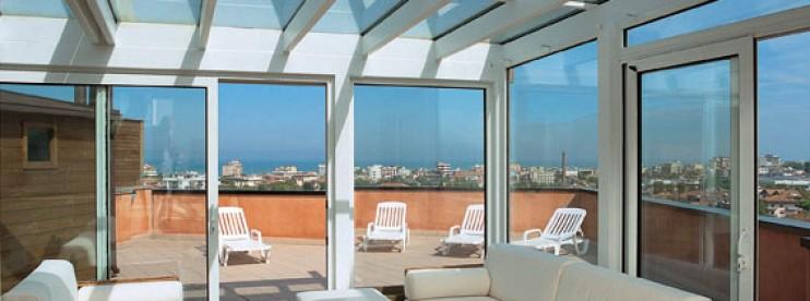 L 39 installazione della serra bioclimatica in condominio for Mobili per terrazzi e giardini