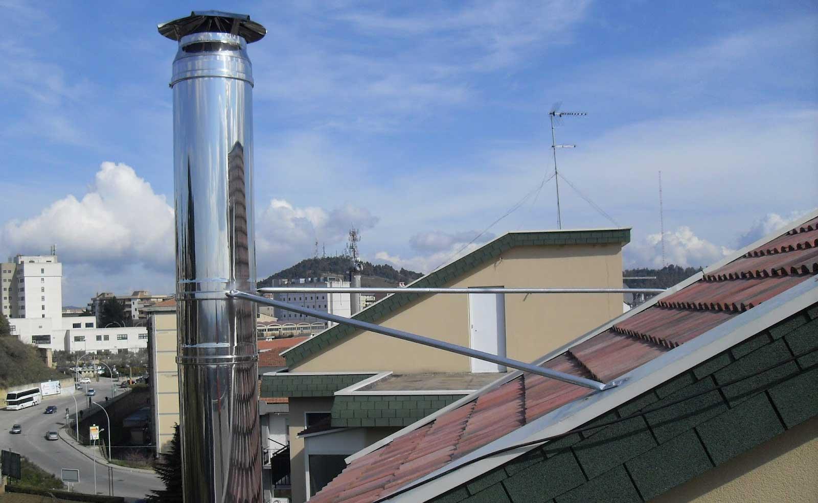 Installazione di una canna fumaria sulla facciata del - Canna fumaria esterna normativa ...