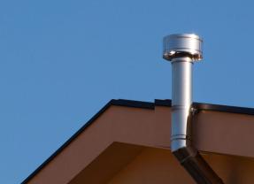 Caldaie individuali in condominio: con o senza scarico sul tetto?